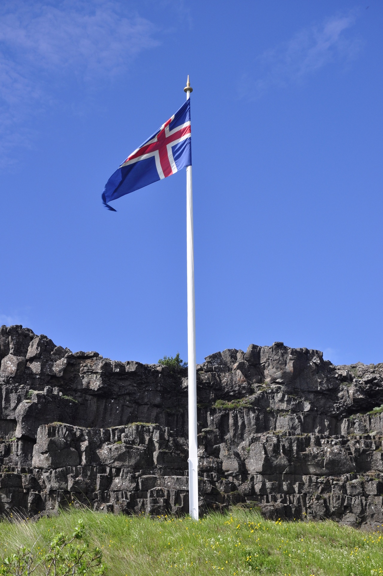 icelandic-flag-at-thingvellir-1344246-1279x1925